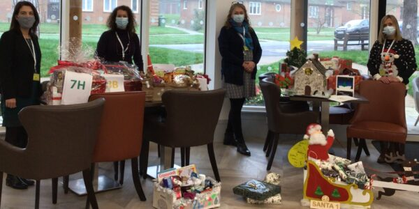 Hoe Valley students help Santa arrive early for Whiteley residents